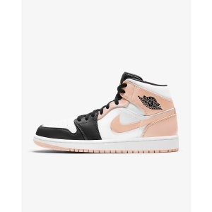 Nike粉色球鞋