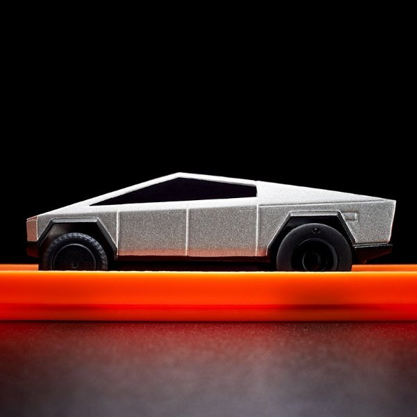 1:64 Hot Wheels Tesla Cybertruck 遥控车