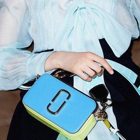 $197(原价$374) 卖完不补鼠你省钱:Marc Jacobs相机包闪购  2020就得有点蓝~