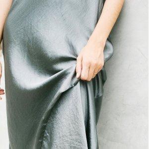 低至3折 香芋紫缎面连衣裙$89Vince 质感美衣专场 真丝衬衫$84,羊绒开衫$119