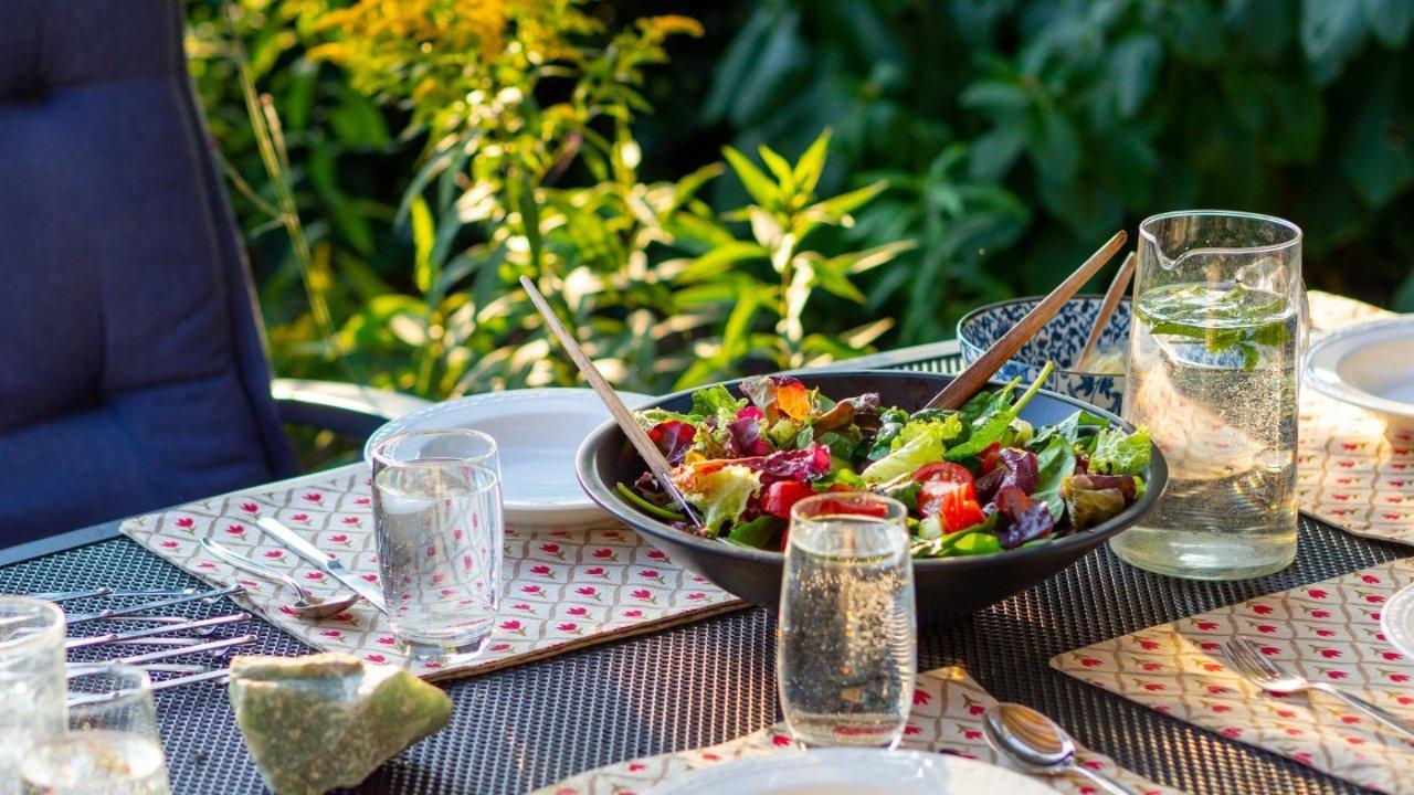夏季轻食沙拉|不单调的鸡肉沙拉,快手减脂海鲜沙拉,坚果粗粮沙拉,和风鸡汁土豆泥沙拉(附DIY沙拉酱汁)