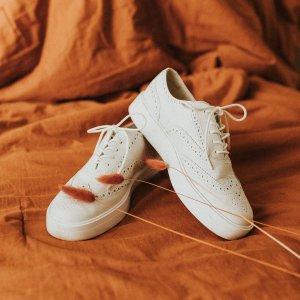 无门槛8折 男士短靴$152Clarks官网 新品限时推广  文艺布洛克小白鞋仅$128