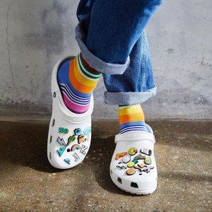 全场任选两双€40!超多配色!逆天价:Crocs 超值大促 宅家出街都满分的丑萌洞洞鞋