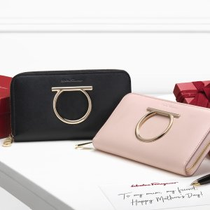 Up to 50% Off + Extra 12% OffDealmoon Exclusive: Reebonz Selected Designer's wallets Sale
