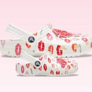 $33.74 (原价$44.99)crocs 情人节新款 香蜜唇唇 大童洞洞鞋