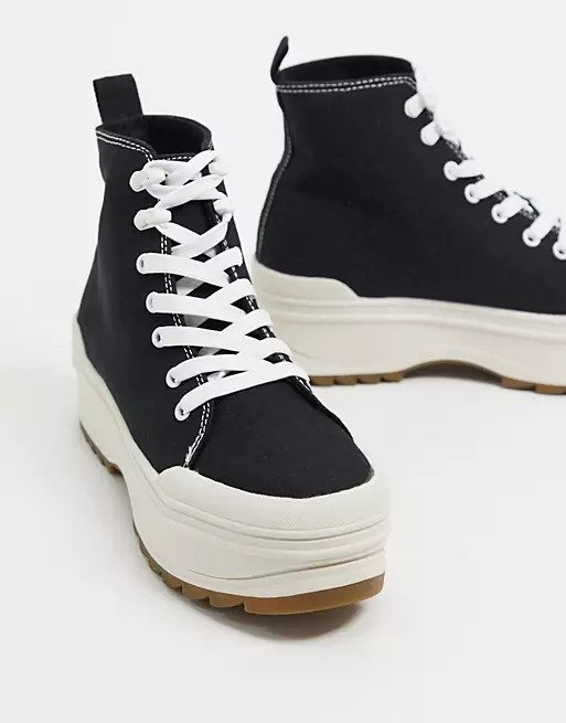 高帮帆布运动鞋