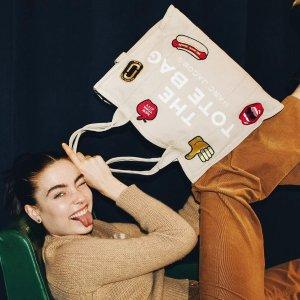 4折起+最高再减$100 爆款爱心钱包回归Marc Jacobs 圣诞季特惠 收鬼马相机包$149、史努比联名手拿包$45