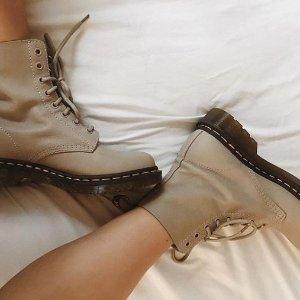 全场74折 £44起入经典款8眼马丁靴Dr.Martens 精选秋冬美鞋折扣热卖 切尔西靴、加绒靴都有