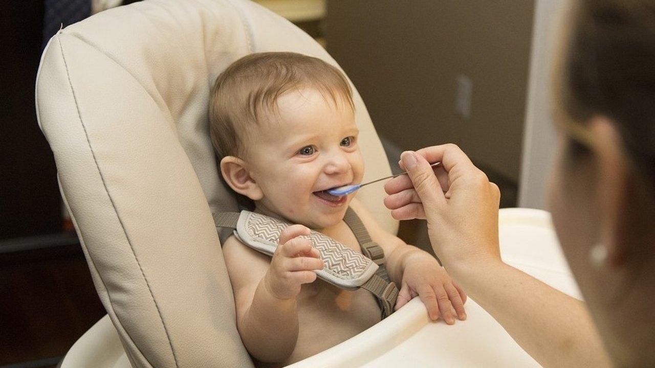 【美国宝宝辅食添加攻略】婴儿餐椅餐具+辅食机推荐