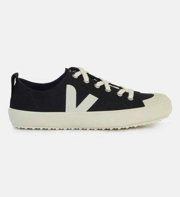 纯黑白边运动鞋