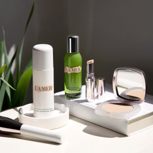 Select a deluxe mini of your choicewith any purchase @ La Mer
