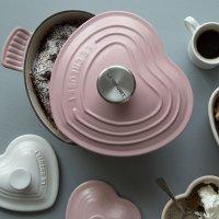 Le Creuset 粉色1.5夸脱珐琅铸铁心形锅