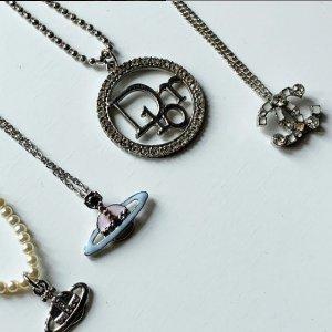 7折起+叠9折!耳钉£49Vivienne Westwood 宝藏款式大促 经典小土星、珍珠等爆款入