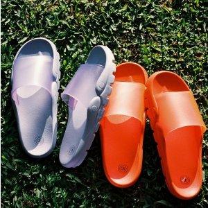 $2.49(Org.$19.00)Ending Soon: Urban Outfitters Skye Molded Slide Sandal