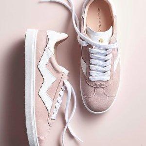 买2双额外7.5折 时尚百搭小白鞋Bloomingdales 精选休闲鞋、各路小白鞋热卖