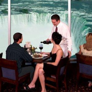 $46/晚起 酒店内即可观赏大瀑布尼亚加拉大瀑布 3星温德姆花园酒店 加拿大侧