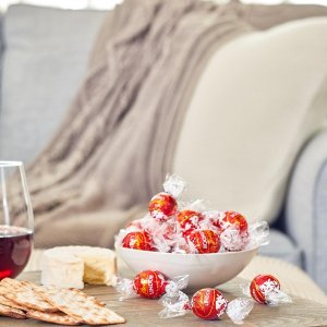 Buy 2 for $42Lindt Chocolate Truffles 75-Pc Gift Bag