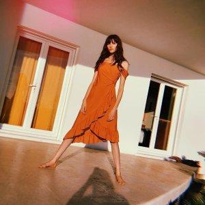 低至2.5折+免邮Shop Premium Outlets 美裙专场,封面Maje一字肩鱼尾裙$59