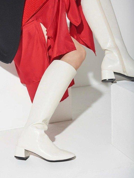 白色长统靴