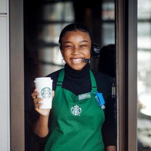 鼓励使用线上点单服务星巴克85%门店陆续恢复开业,仍仅限取餐和Drive-Thru服务