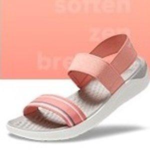 低至$19.98(原价$44.99)Crocs 女士沙滩鞋小潮鞋热卖  又轻又软又舒适