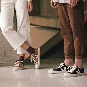 Up to 35% off+Extra 10% OffMen's Clothing and Shoes Purchase @ LN-CC