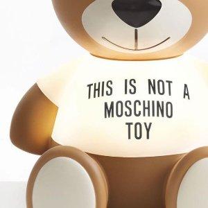 无门槛8.5折 同款好价入Moschino 女明星最常穿泰迪熊T恤、卫衣折扣中