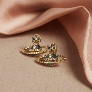 8折!耳钉£44 项链£80上新:Vivienne Westwood 爆款补货 入小土星、水钻、Logo戒指等