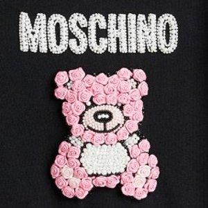 低至5.5折+再减$25618:Simons Moschino专场 印花T恤$274 泰迪熊连衣裙$424(原价$695)
