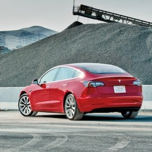 它加速快 续航长 缺点竟然是为什么消费者报告不推荐Tesla Model 3