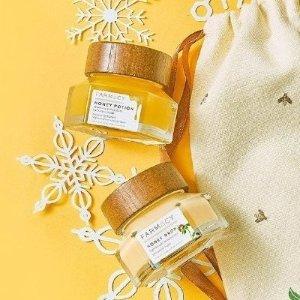 独家7.3折 €54收封面两件套惊喜补货:Farmacy 套装 销量排行蜂蜜套装 仅有两套可选