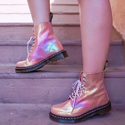 低至5折 收亮片款和涂鸦款Dr. Martens Outlet区折扣持续 好价入新款马丁靴 绝对不撞鞋
