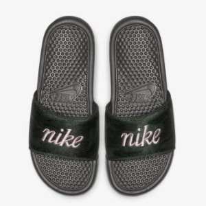 Extra 25% OffSandals Sale @ Nike