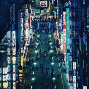 一起看冬季霓虹灯汉堡往返东京机票,低至€389
