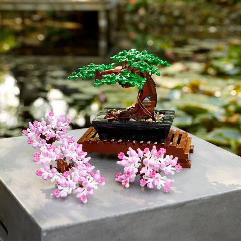 售价€49.9 满额最高减€40Lego 乐高创意盆栽 绿叶粉叶可切换 超具创意的小摆件