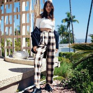 低至8折+额外5折 $36收封面格纹裤限今天:Urban Outfitters 女士服饰 复古甜美休闲 这里都有