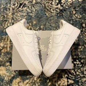 €65起收经典色大童款Nike Air Force 1 糖果色热卖中 收经典款、限定色好时机