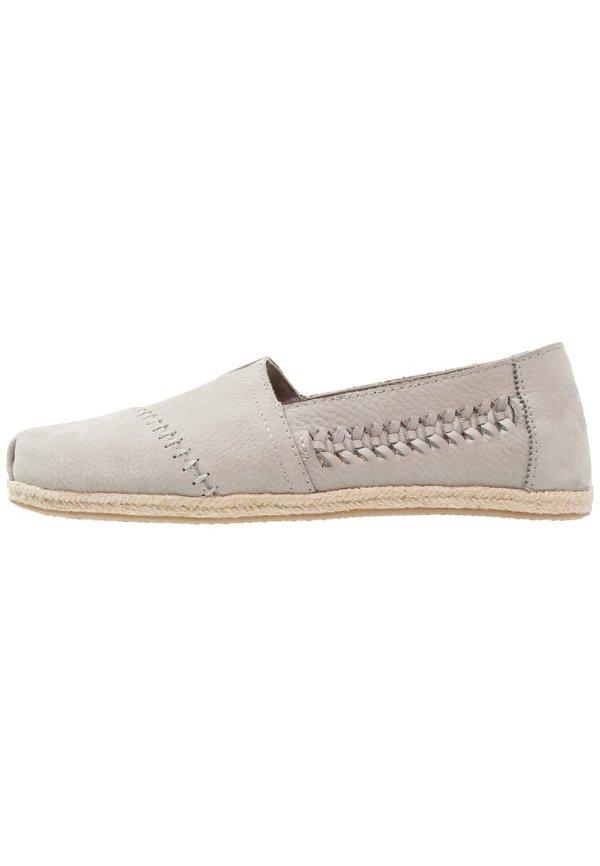 灰色编线休闲鞋