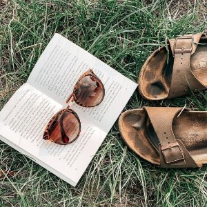 低至7折马丁靴、Clarks、Birkenstock 春夏款热促 踏青必买