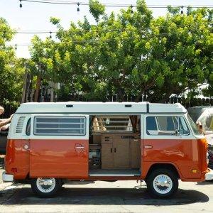 送100英里/天、适合双人加州周边 1979年产大众凸窗自动露营车