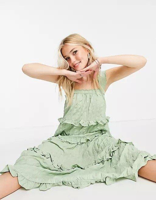 鼠尾草绿荷叶边连衣裙