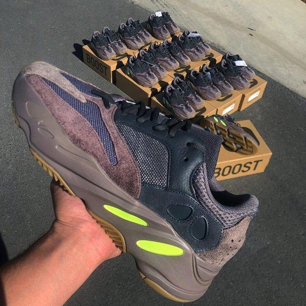 "Yeezy Boost 700 ""Mauve""运动鞋"