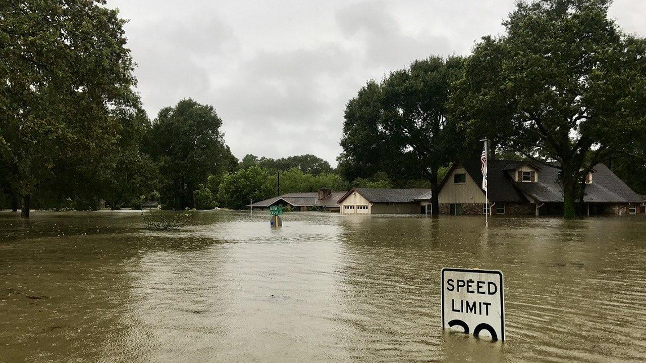 洪水(Floods)逃生灾难自救指南 | 如何规避水灾,遇突发洪水如何避险,洪水保险理赔