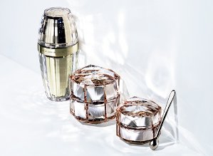 Free Illuminating Trio Travel Size Set + Free ShippingWith Purchase of Either Le Sérum, La Crème or Intensive Eye Cream @ Cle de Peau Beaute