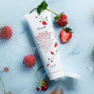 Fresh融合草莓萃取和澄糖磨砂微粒 草莓果酱澄糖莓莓多效轻柔磨砂霜