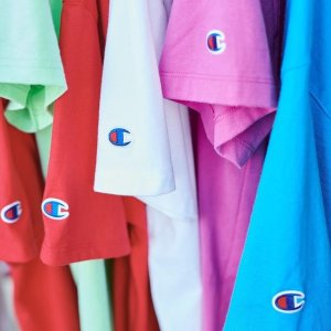 2折起 £15收经典logo短袖Champion 折扣区大促上新 超多配色logo卫衣、T恤