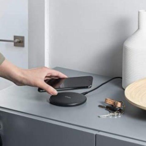 现价£15.99(原价£18.99)Anker 10W 通用无线快速充电板 iphone充电更快