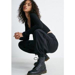 低至2折 £15就收当季最潮单品Urban Outfitters 今年最火工装裤折扣专场 潮酷有型还显瘦