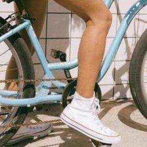 精选7折 £45收经典款匡威高帮鞋Urban Outfitters 精选潮鞋限时闪促 匡威、Vans、阿迪都参与