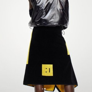 8折起!Logo围巾€85收!Acne Studios 正价大促 收超火卫衣、毛线帽围巾、卡包